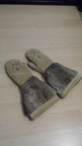 Gauntlet Mitts from MANITOBAH MUKLUKS