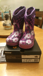 New Bogs size 9 kids. Winter boots