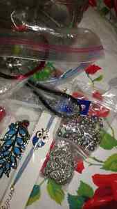 Bag of jewelry and creative jewelry supplies. All sorts. Kingston Kingston Area image 3