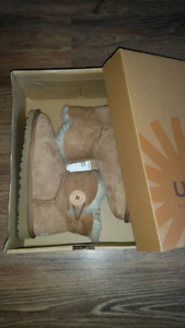 brown UGG boots size 5 NEW