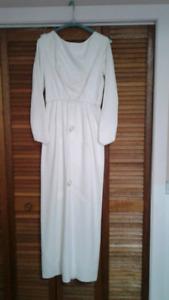 50  YR  Old  WEDDING  DRESS