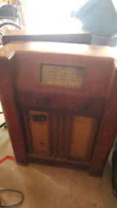 Viking Antique RadioViking Antique Radio.  Works!!  AM and Short