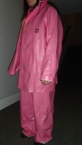 WOMENS PINK OIL GEAR RAIN SUIT