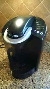 Keurig coffee maker, 3 different cup sizes, freshly cleaned