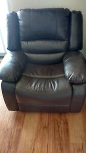Like New Lazy Boy Leather Recliner!!!