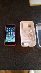 (ROGERS/CHATR) 32GB APPLE IPHONE 5C INCLUDES BOX + CHARGER