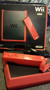 Wii mini in excellent condition w/ box, all accessories and game