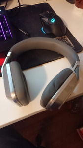 Monster noice cancelling headphone with case and all accessories