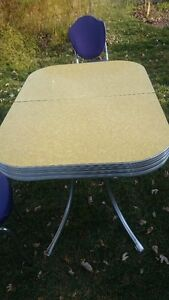 Dining set -1950s Yellow Cracked Ice Formica and Four Chairs Kitchener / Waterloo Kitchener Area image 3