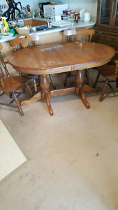 Solid oak 2 leaf table with cedar chairs