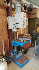 Large drill press for sale. Very powerful 3 ( phase) 230 volt.