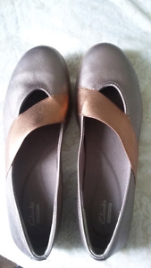 Women's clanks shoes brand new