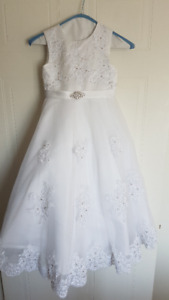Gorgeous White Communion Dress Size 6 - to fit a slim 7 year old