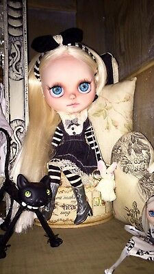 ***Petite Apple Blythe Doll by Artist Marina Lenz***