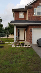 Beautiful 3 Bedroom Townhome -2 min. from HWY 403-Avail Nov. 1