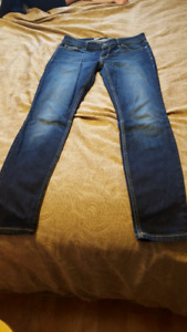 Womans skinny guess jeans