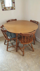 Table and 4 chairs w/leaf