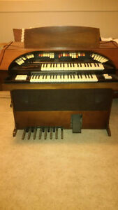 Organ ***FREE***--great condition