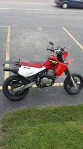 Honda supermotard 650cc