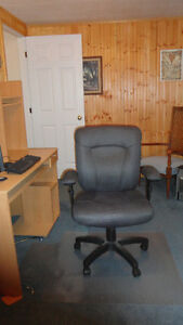 Computer Chair.. excellent condition..