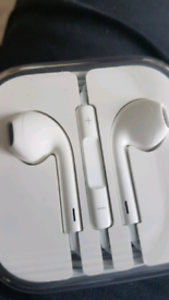 Iphone 6 earphones new in case with iphone box