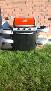 Coleman Backyard Select 3-Burner Propane BBQ