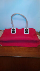 Cute Red Purse With Black Buttons/Sacoche Rouge Et Boutons  Noir