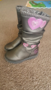 Girl's boots size 6 for 18-24 months great condition