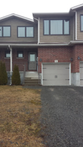 Modern townhome, 2 large bedrooms, fenced yard, deck, March 1