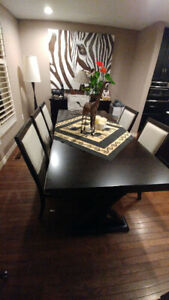 Dining Table Excellent Condition