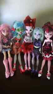5 poupées Monster High