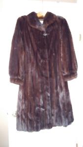 Manteau de fourrure en vison noir