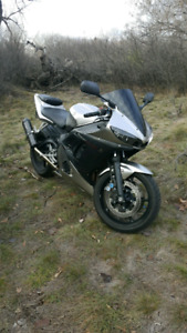 2003 Yamaha R6 great shape with low kms!