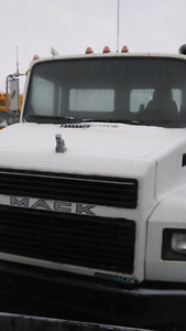 Single axle mack for sell