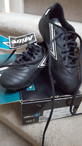 Size 7 soccer shoes