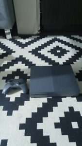 Used xbox one with 6 games and 1 controller
