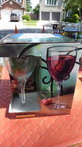 NEW 4 WINE GLASSES IN BOX
