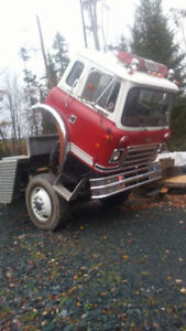 International Cabover ,Single Axel  Cab and chassis