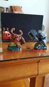 Skylander figures and base Belleville Belleville Area image 2