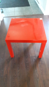 Table ikea rouge