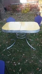 Dining set -1950s Yellow Cracked Ice Formica and Four Chairs Kitchener / Waterloo Kitchener Area image 2