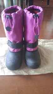 Girl's winter boots Size 4 $10