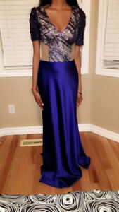 Navy Blue Grad/ Prom/ Formal dress for sale! 220$ only!! Size 4.