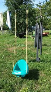 TODDLERS OUTDOOR SWING Belleville Belleville Area image 1