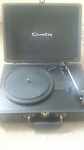 PERFECT CONDITION MODERN TURNTABLE FOR SALE!!!