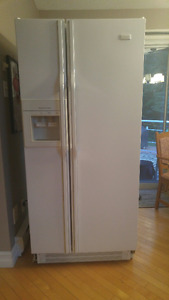 Crosley Side by side Refrigerator/Freezer with water dispenser