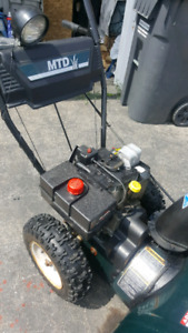 29 inches Snow Blower/ 10hrs. Like new used few times