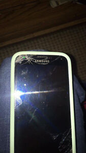 Samsung Galaxy s5 broken screen still works fine locked to Roger