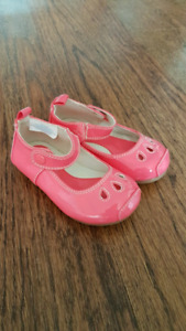 Size 6 to 12 month baby girl shoe