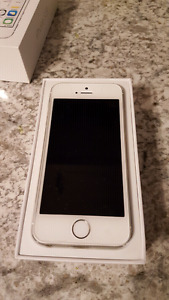 *MINT CONDITION* 16 GB Iphone 5s white/silver